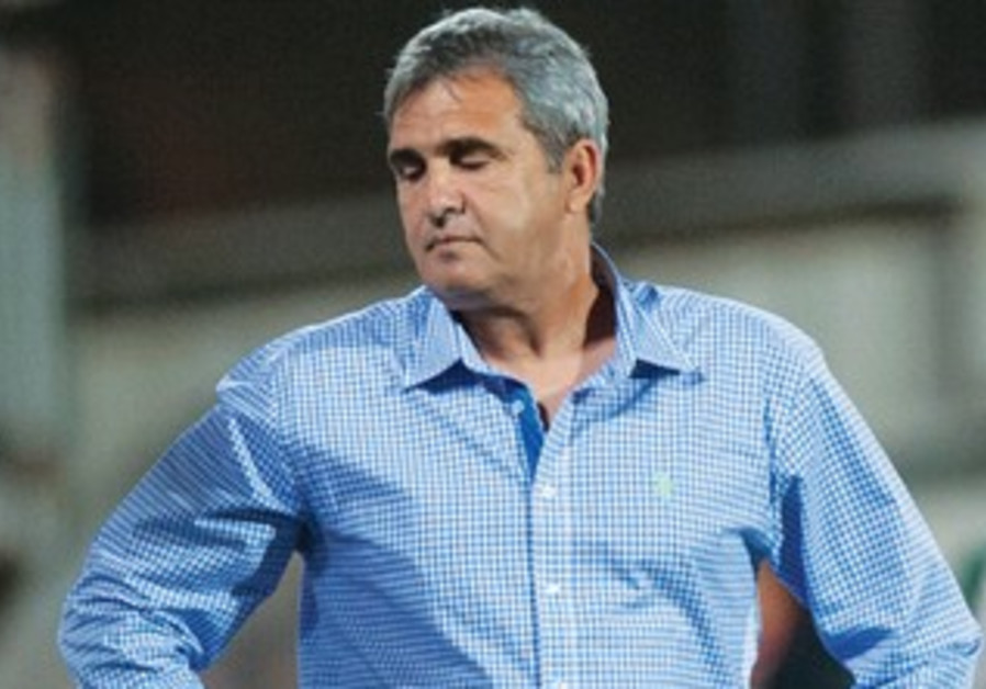 Beitar Jerusalem coach Eli Cohen is fired by owner Eli Tabib