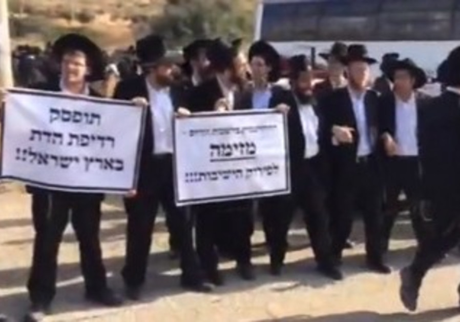 Haredim protest the arrest of a yeshiva student for evading IDF service.