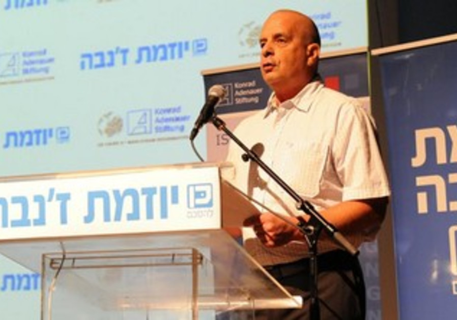 Yuval Diskin addressing a conference marking 10 years to the Geneva Initiative, Dec 4, 2013.