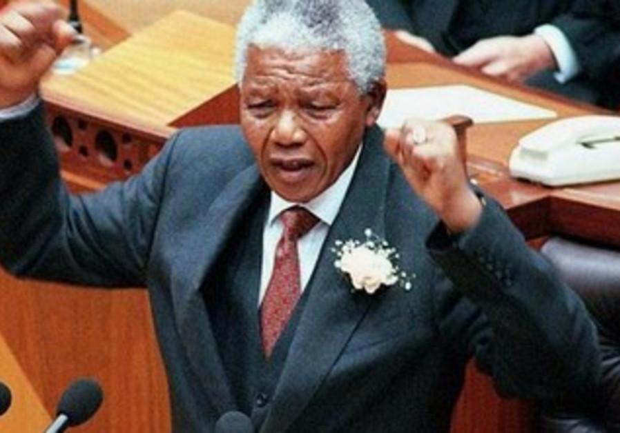 Nelson Mandela addresses parliament in Cape Town, 1997