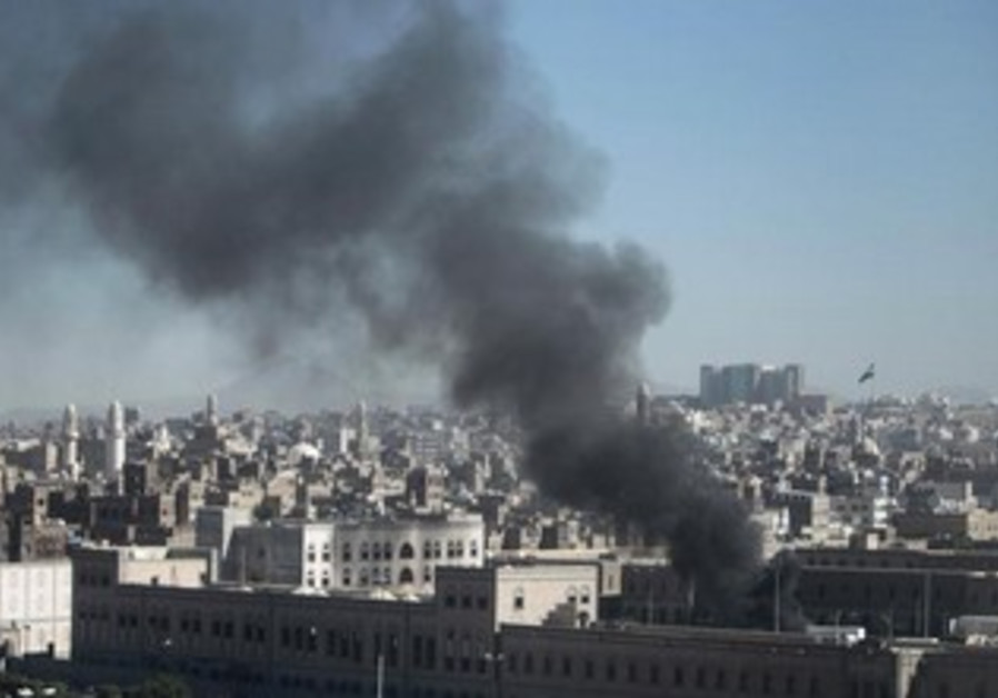 Smoke rises from the Defence Ministry's compound after an attack, in Sanaa December 5, 2013