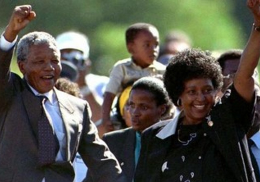 Nelson Mandela and his wife Winnie after his prison release
