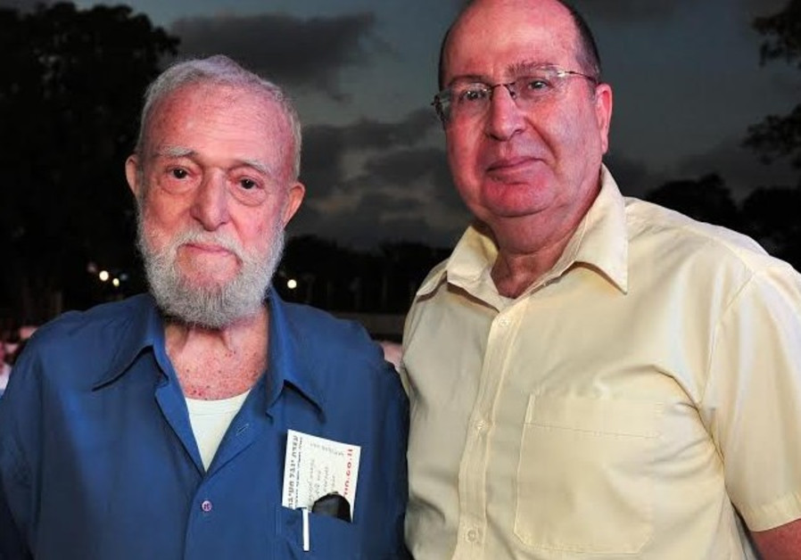 Danny Matt (left) standing next to Defense Minister Moshe Ya'alon.