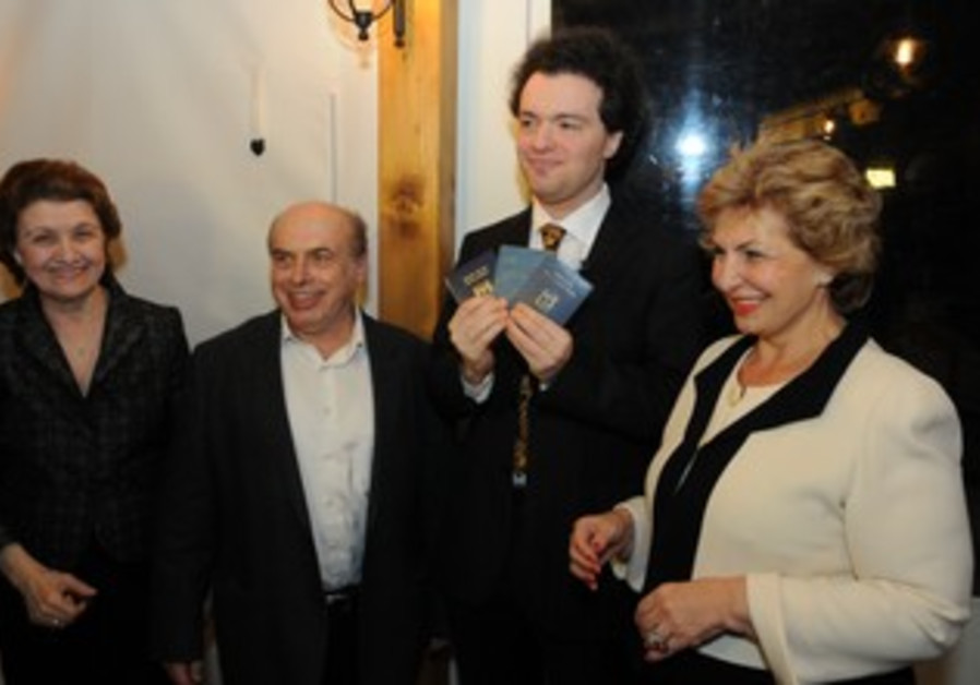 Evgeny Kissin receives his Israeli identification card and passport.