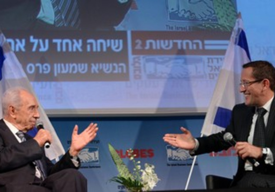 CNN's Richard Quest interviews President Peres at Globes conference in Tel Aviv, Dec. 8, 2013