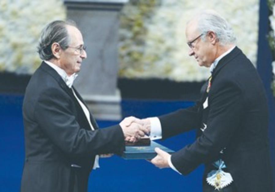 SWEDEN'S KING Carl Gustaf hands the Nobel Prize in Chemistry