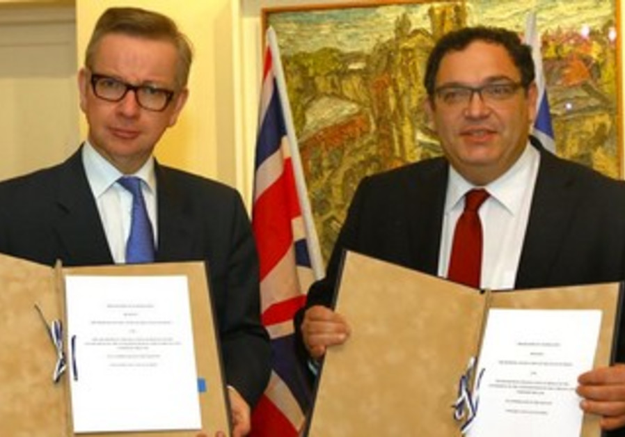 Education Minister Shai Piron and British Secretary of State for Education Michael Gove (left)