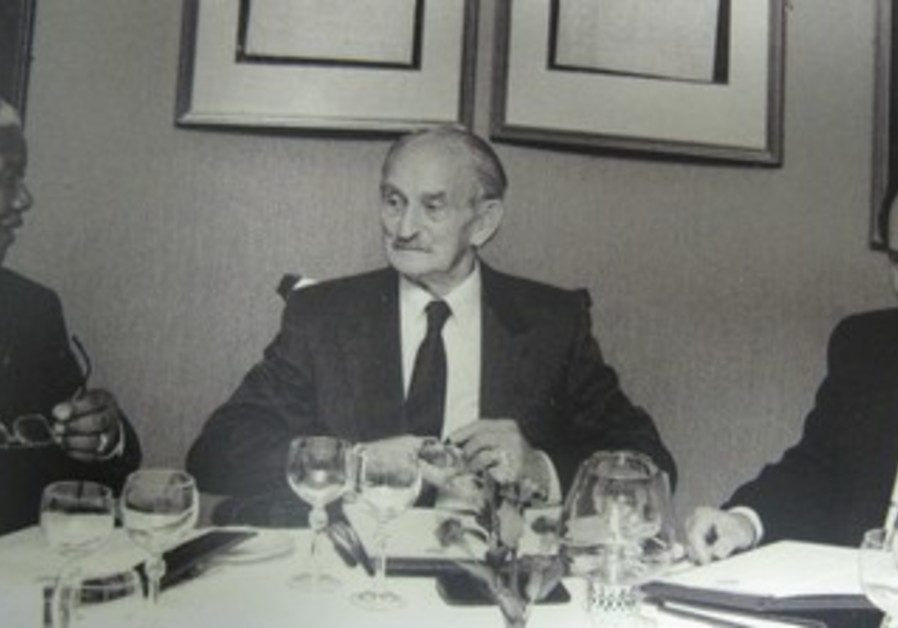 NELSON MANDELA with Lazer Sidelsky (center) and Colin Sidelsky.