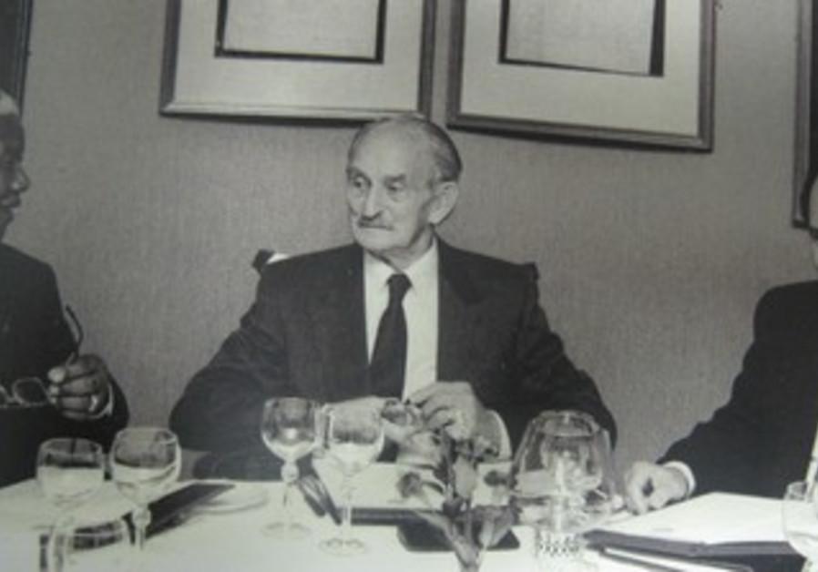 NELSON MANDELA with Lazer Sidelsky (center) and Colin Sidelsky.