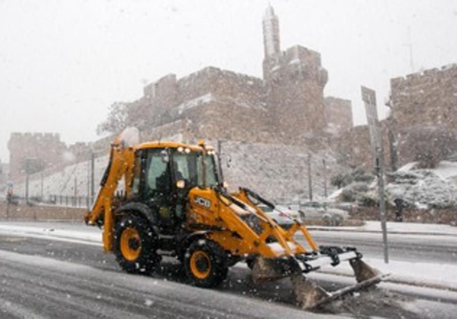 Snow plow in Jerusalem, Dec 12, 2013