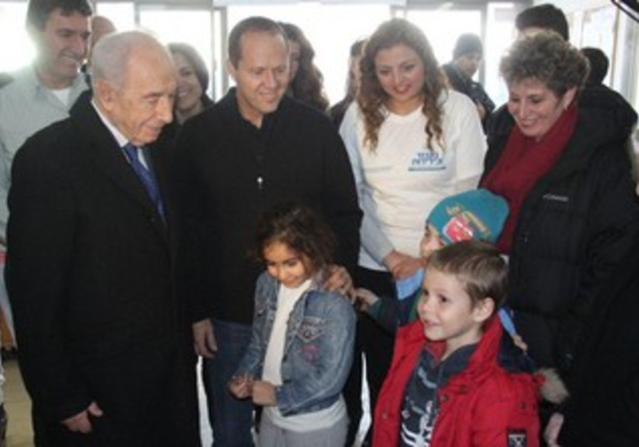 President Shimon Peres at the Jerusalem Emergency Center.