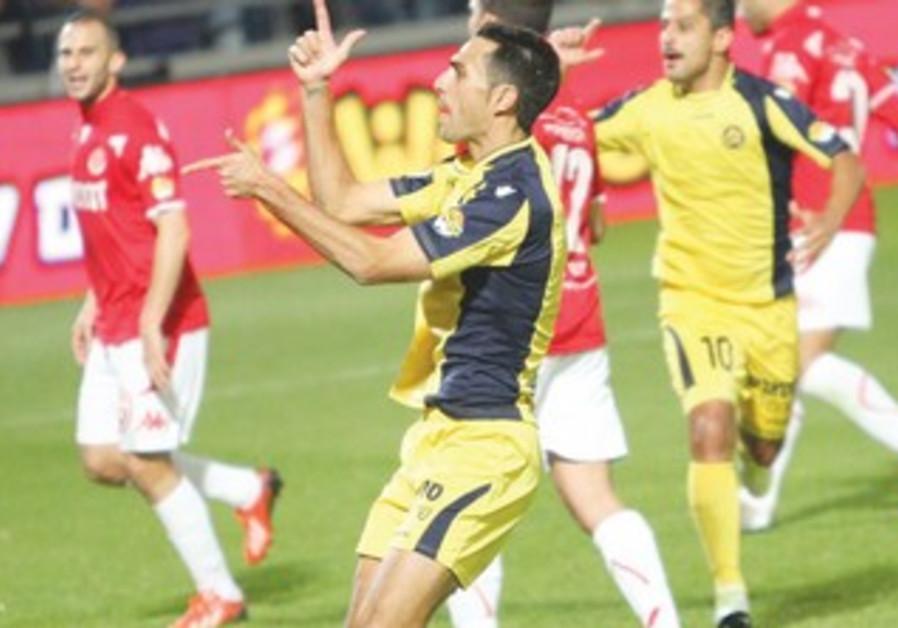 Maccabi Tel Aviv's Eran Zahavi celebrates