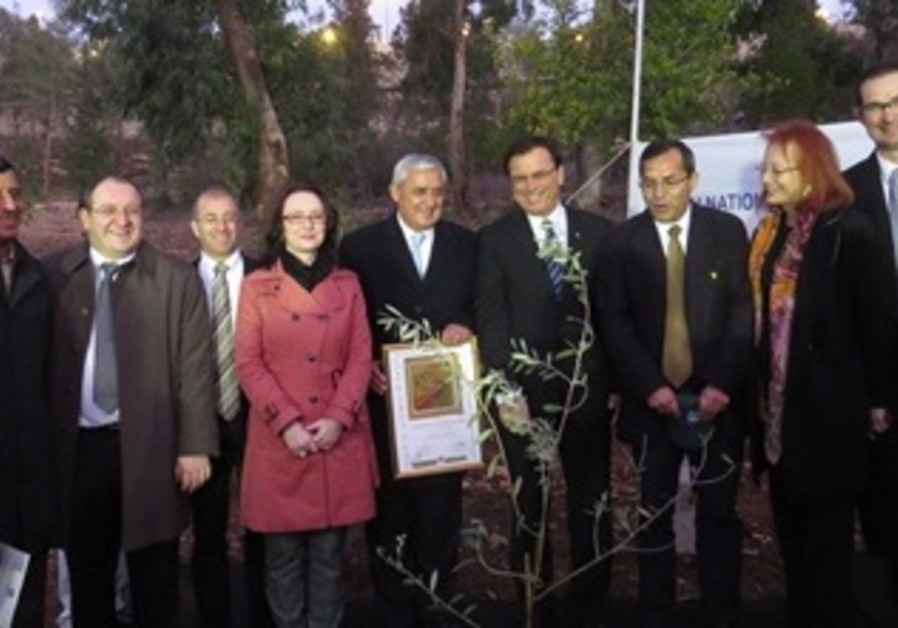 Guatemala President Plants Tree in Grove of Nations in -1
