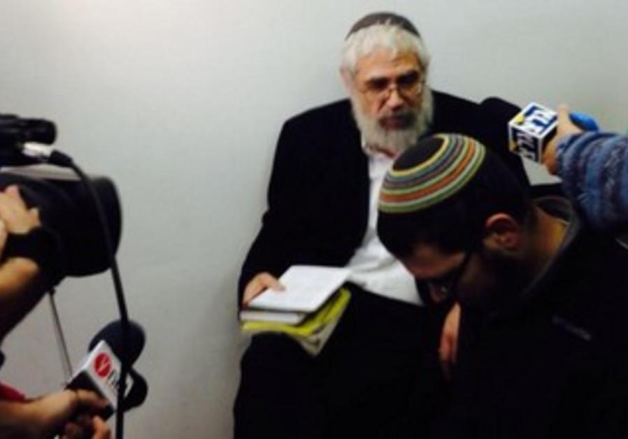Rabbi Moti Elon in court, December 18, 2013