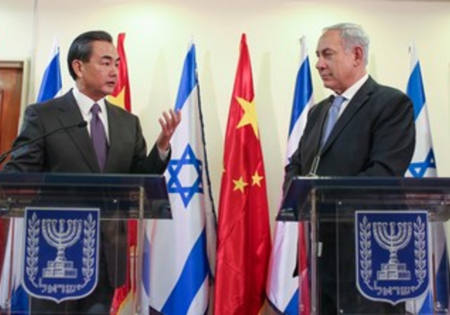 Prime Minister Binyamin Netanyahu meets with Chinese Foreign Minister Wang Yi , December 18, 2013.