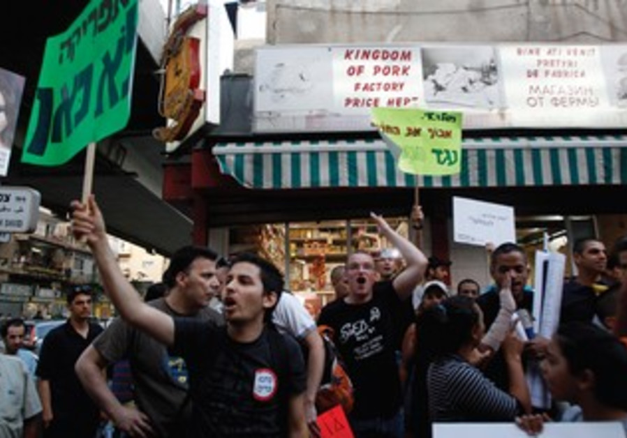 South Tel Aviv residents protest against African migrants.