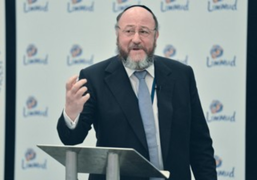 Ephraim Mirvis, chief rabbi of the United Kingdom, addresses the Limmud Conference 2013.