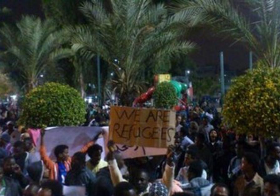 African asylum seekers march in Tel Aviv, December 28, 2013.