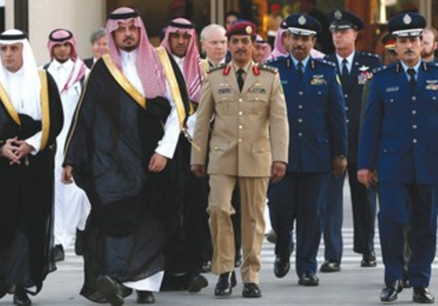 Saudi delgation greet Hagel