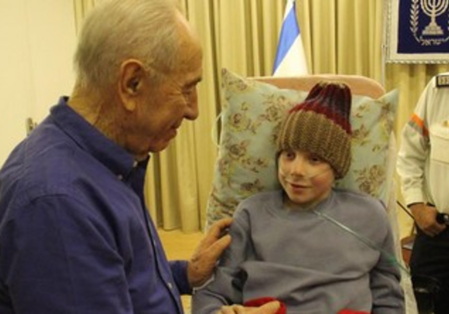 President Shimon Peres meets 12-year-old boy with cancer