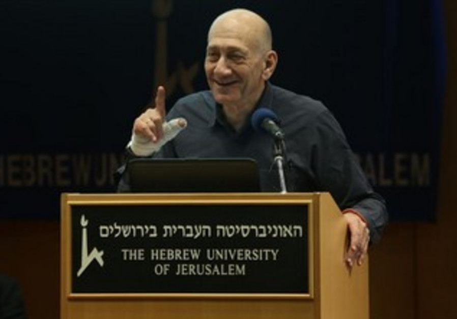 Ehud Olmert speaking at the Hebrew University, January 6, 2014.