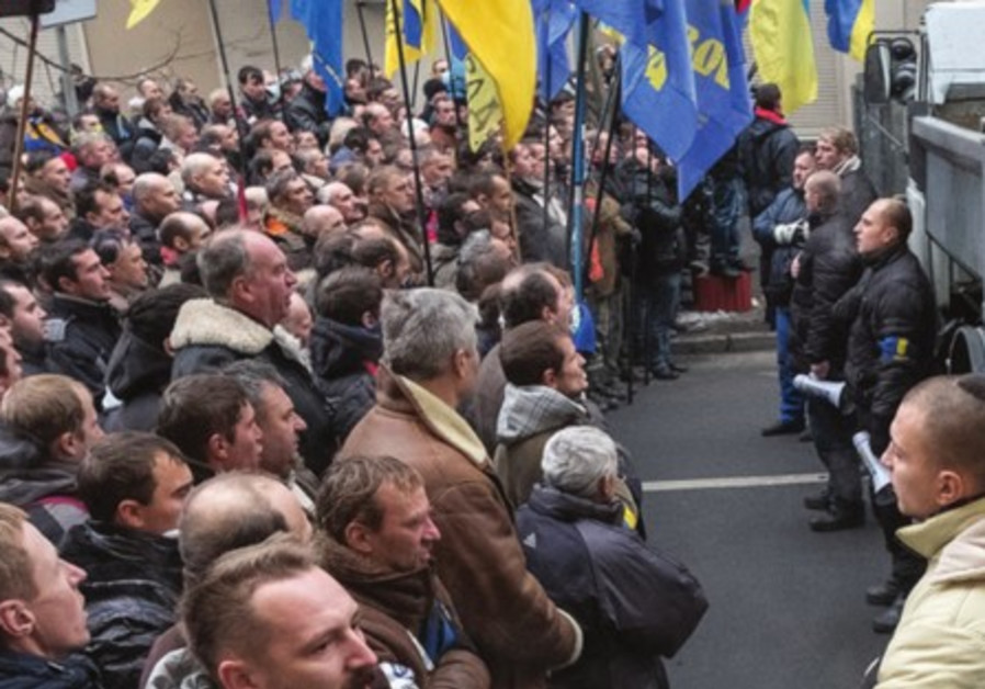 Ukrainian Interior Ministry personnel block pro-EU demonstrators near Ministry of Internal Affairs