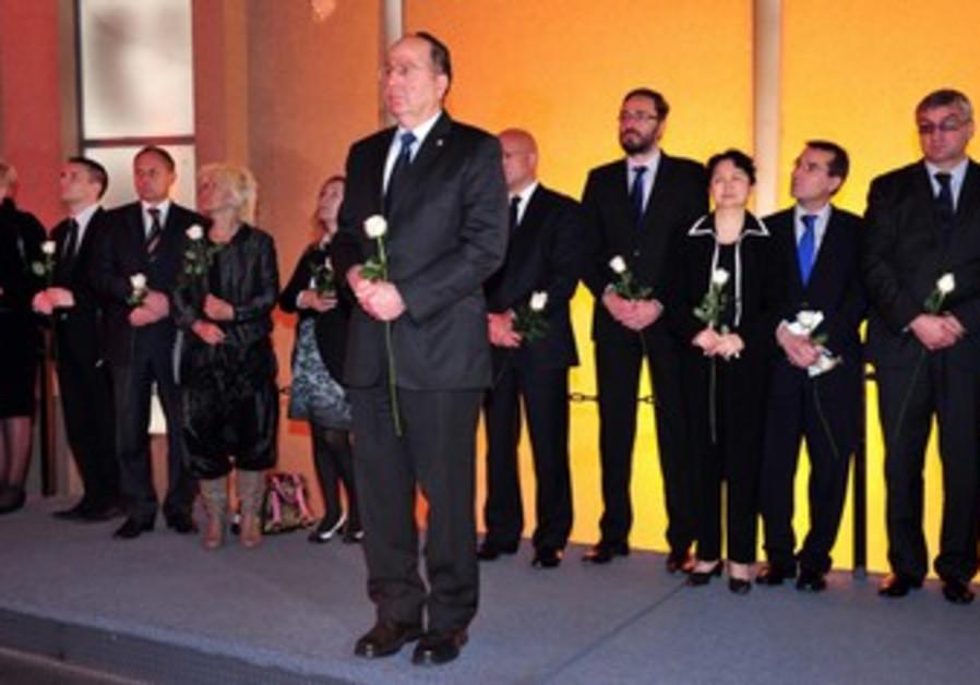 Defense Minister Moshe Ya'alon honors the memory of the Holocaust.