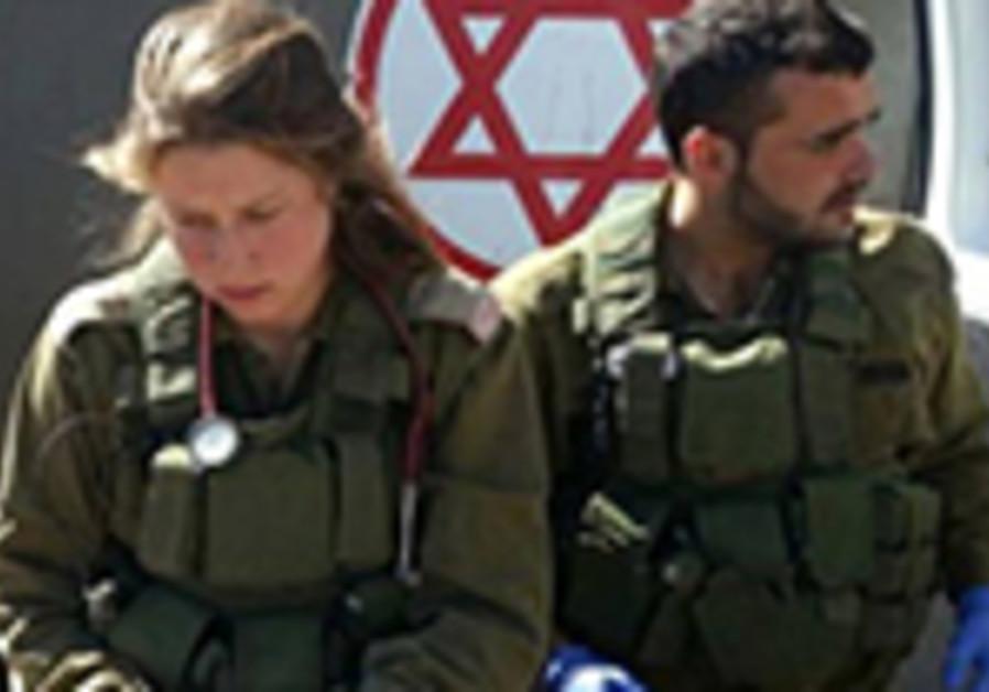 israeli soldiers treat syrians
