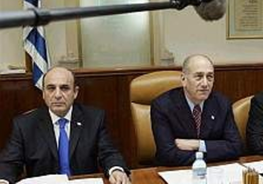 Channel 1: Olmert weighs quitting after primary