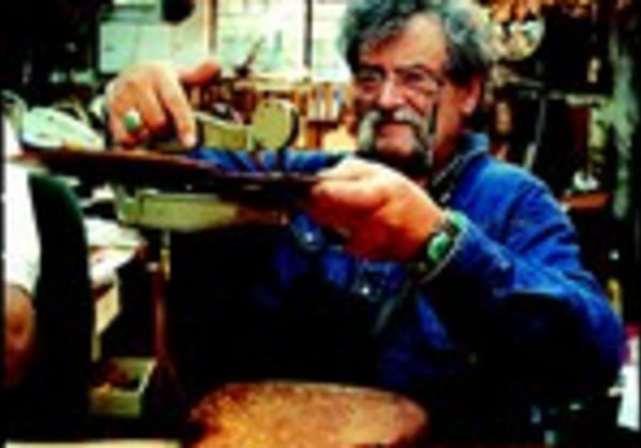 Amnon Weinstein dans son atelier