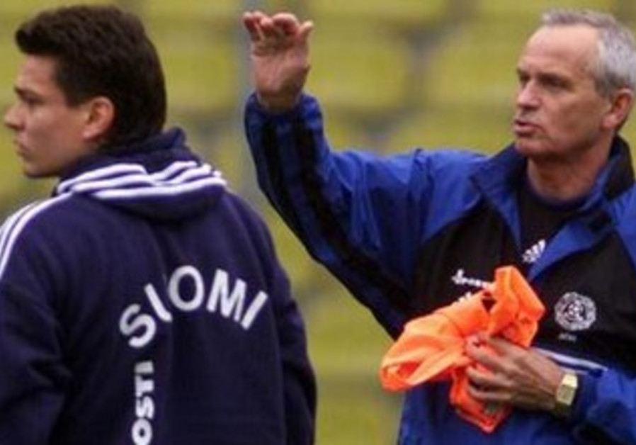 Richard Moller Nielsen (R) gestures during a practice with the Finland national team.