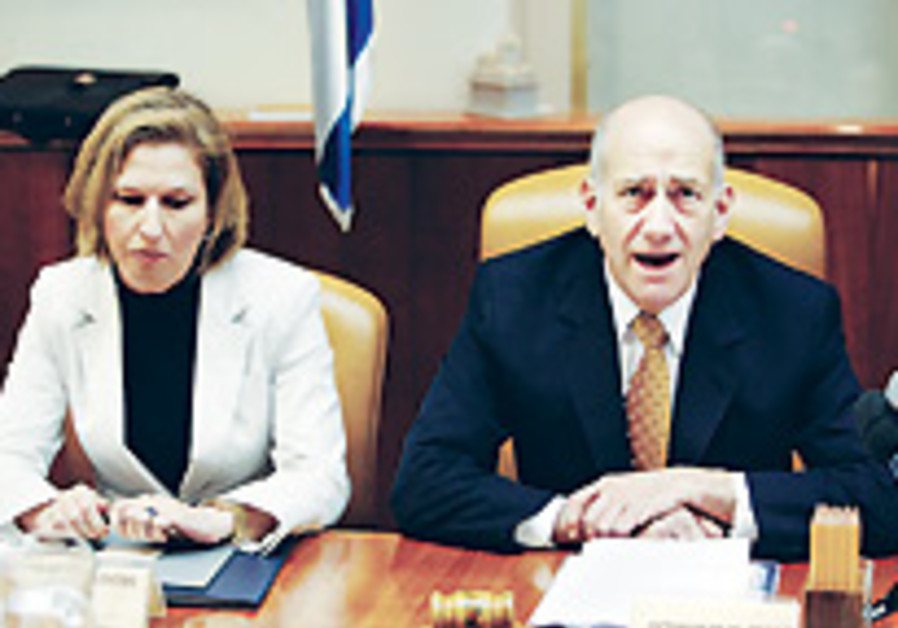 Cabinet approves NIS 740m. cut in 2008 budget
