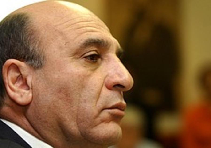 Mofaz: It's best for Israel if Mubarak overcomes protests