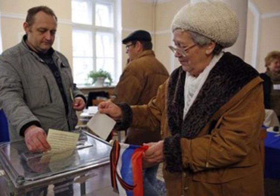 Voters inreferendum on the status of Ukraine's Crimea