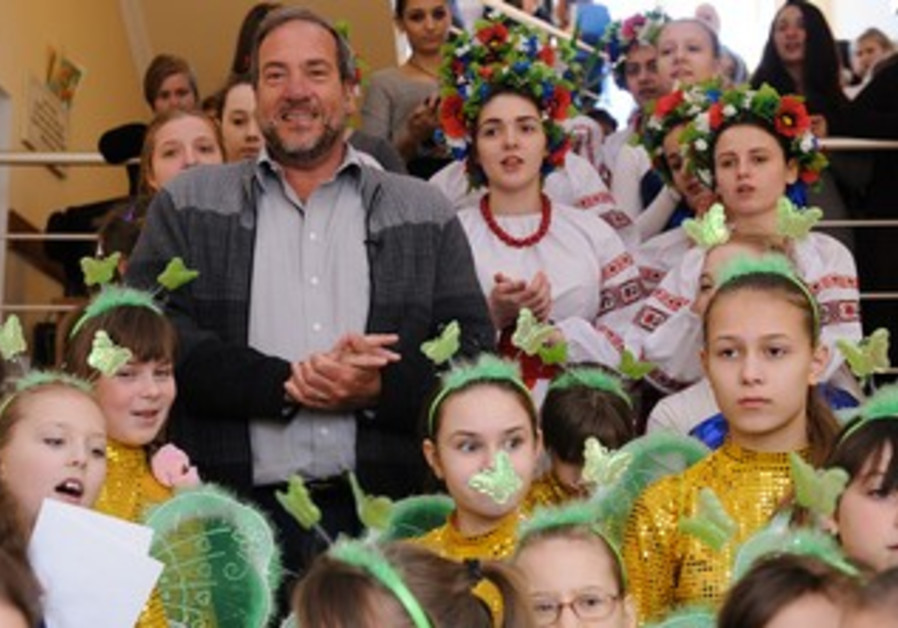 Rabbi Yechiel Eckstein, President of the IFCJ, visiting Tikva children's homes in Odessa