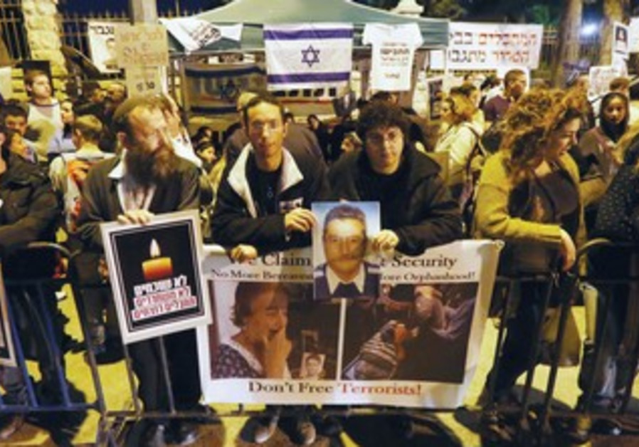 A MASS PROTEST takes place in front of the Prime Minister's Residence to denounce prisoners release