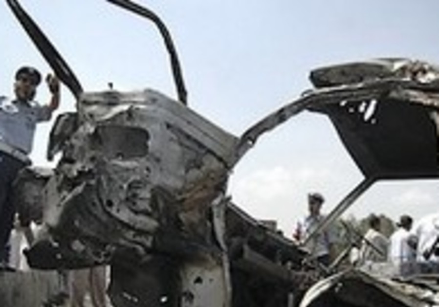 Bomb hits Pakistan military truck, up to 14 dead