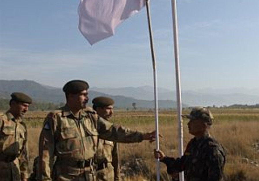 pakistan and indian soldiers peace flag 298.88