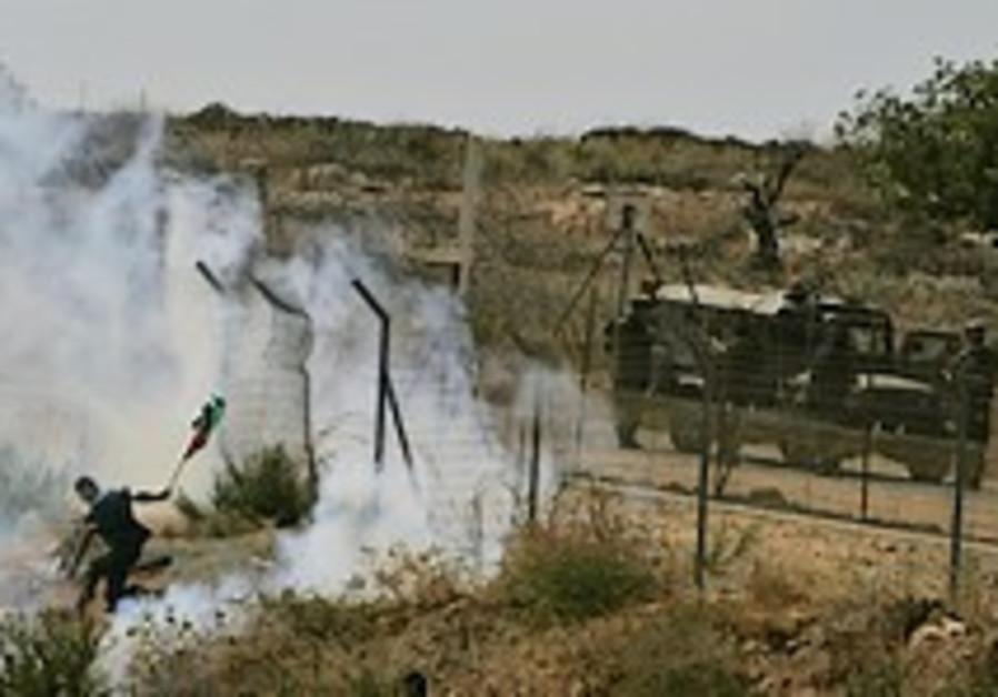 Palestinians allegedly attack Yitzhar