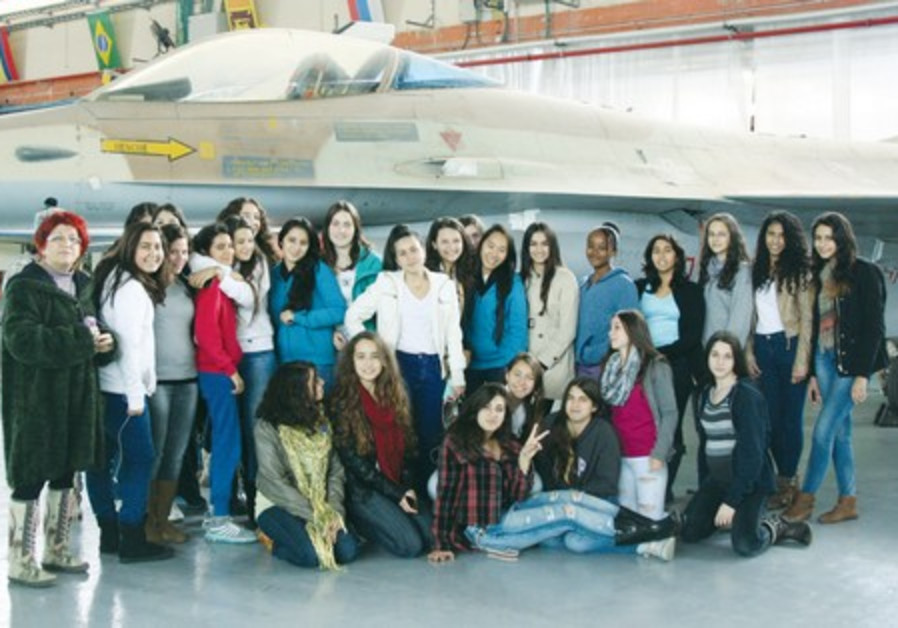 Girls with F-16