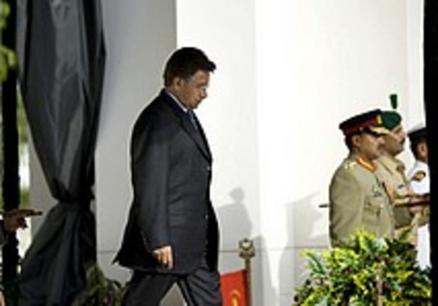 Pakistan violence flares after Musharraf resigns