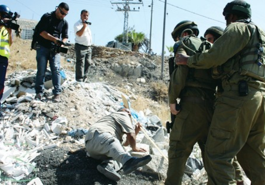 Confrontation between Israeli soldiers and a Palestinian protester in Beit Umar