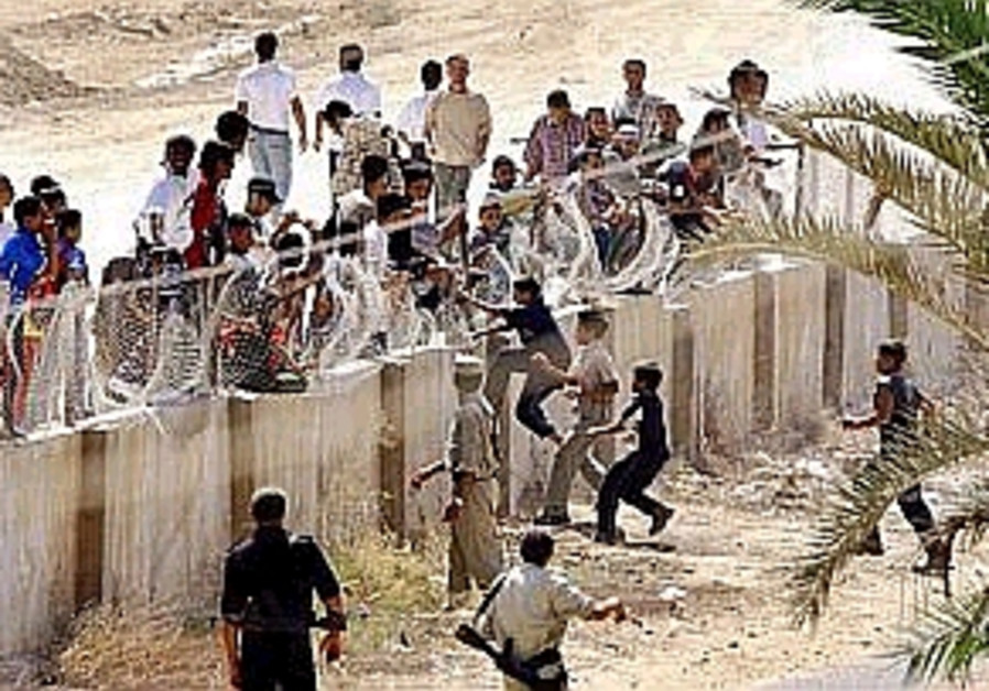 kids cross rafah fence 298 88 ap