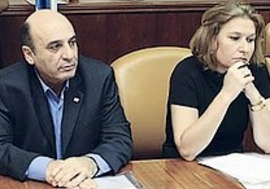 Mofaz ends break but fails to attend Kadima faction meeting