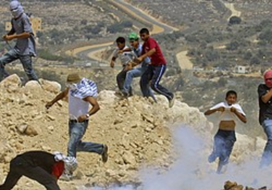 Human rights groups decry military closure of Bil'in, Nil'in