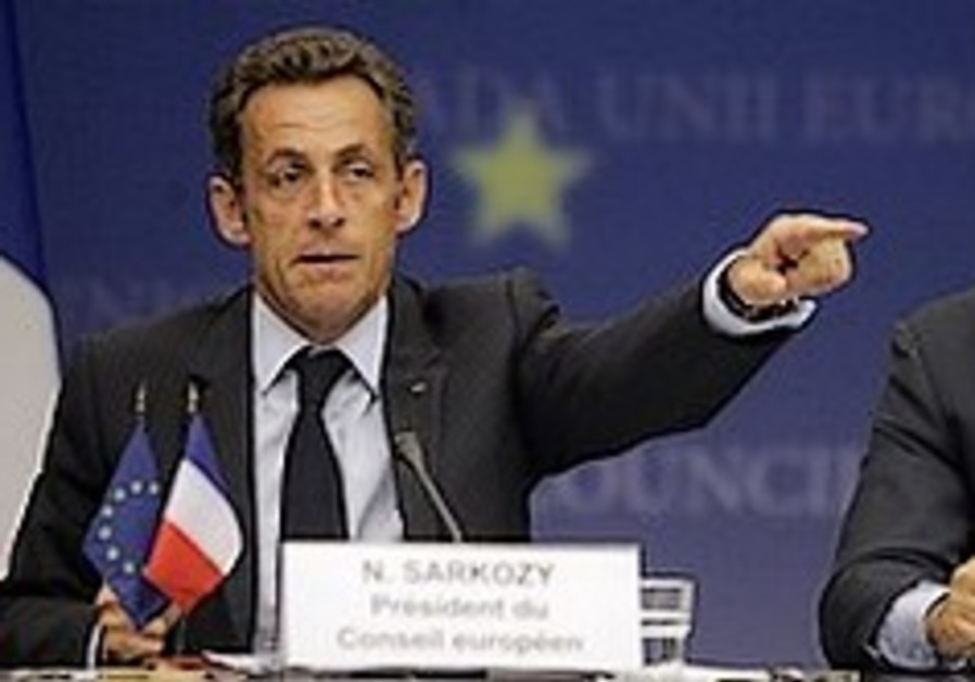 Sarkozy urges Assad to press for truce
