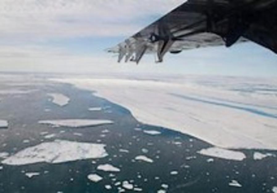 Ice shelf in size of Manhattan breaks off Canadian island