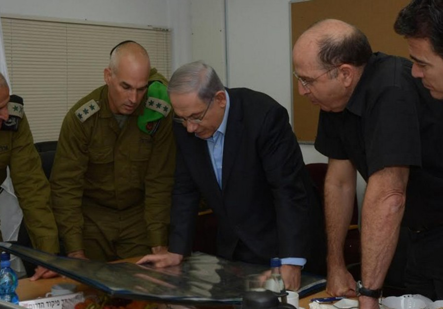 Netanyahu in security briefing with Ya'alon, July, 9, 2014.