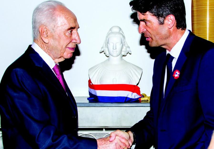 L'ambassadeur Patrick Maisonnave et Shimon Peres
