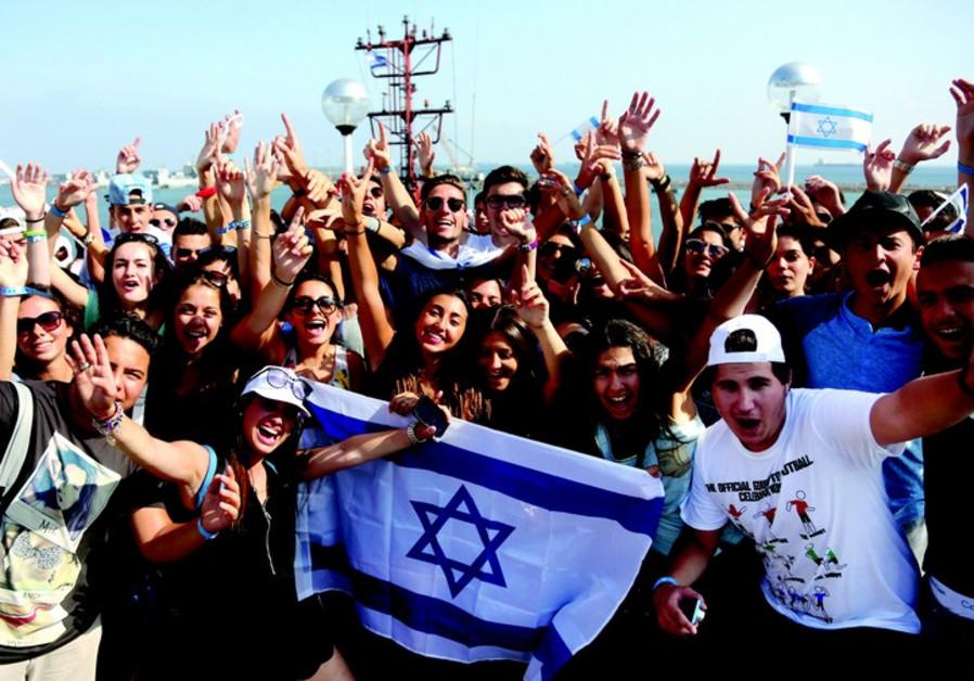 Des centaines de jeunes venus de toute la France embarquent à Haïfa